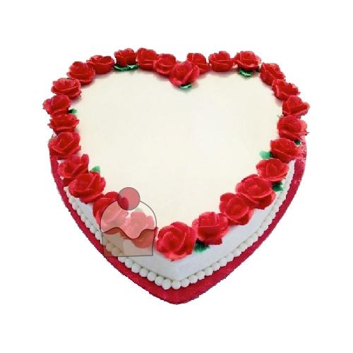 Torta A Forma Di Cuore Con Crema E Panna Montata