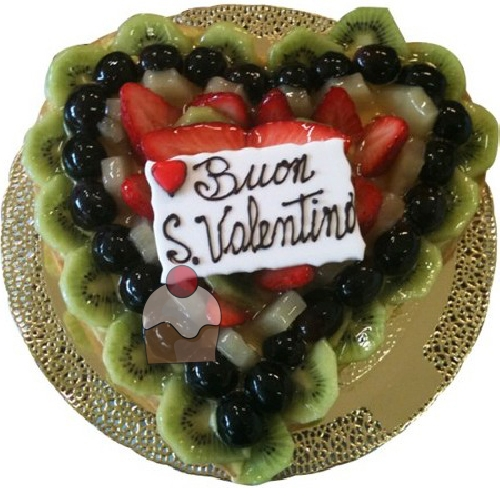Torta A Forma Di Cuore Con Crema E Frutta